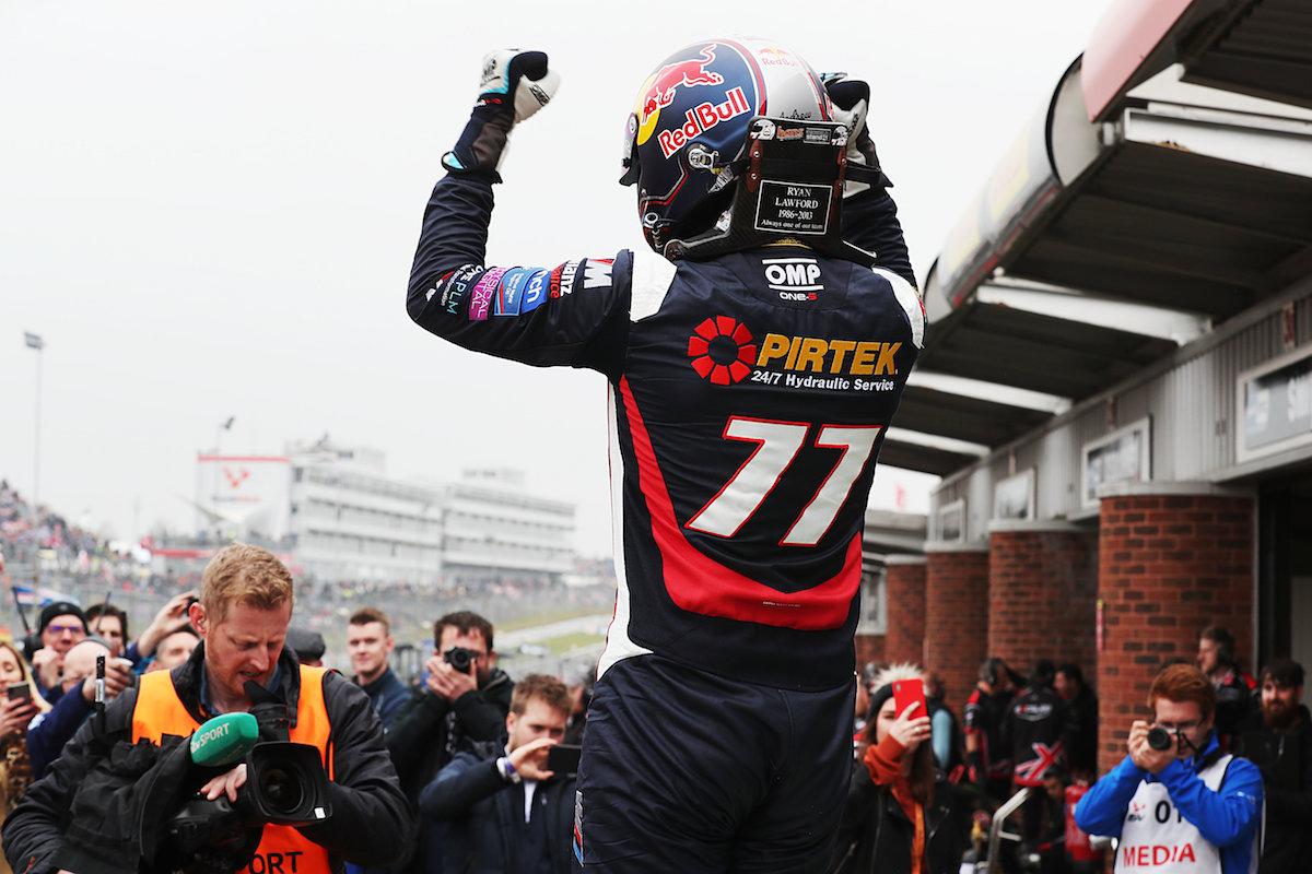 BMW Pirtek Racing secure Brands Hatch victory