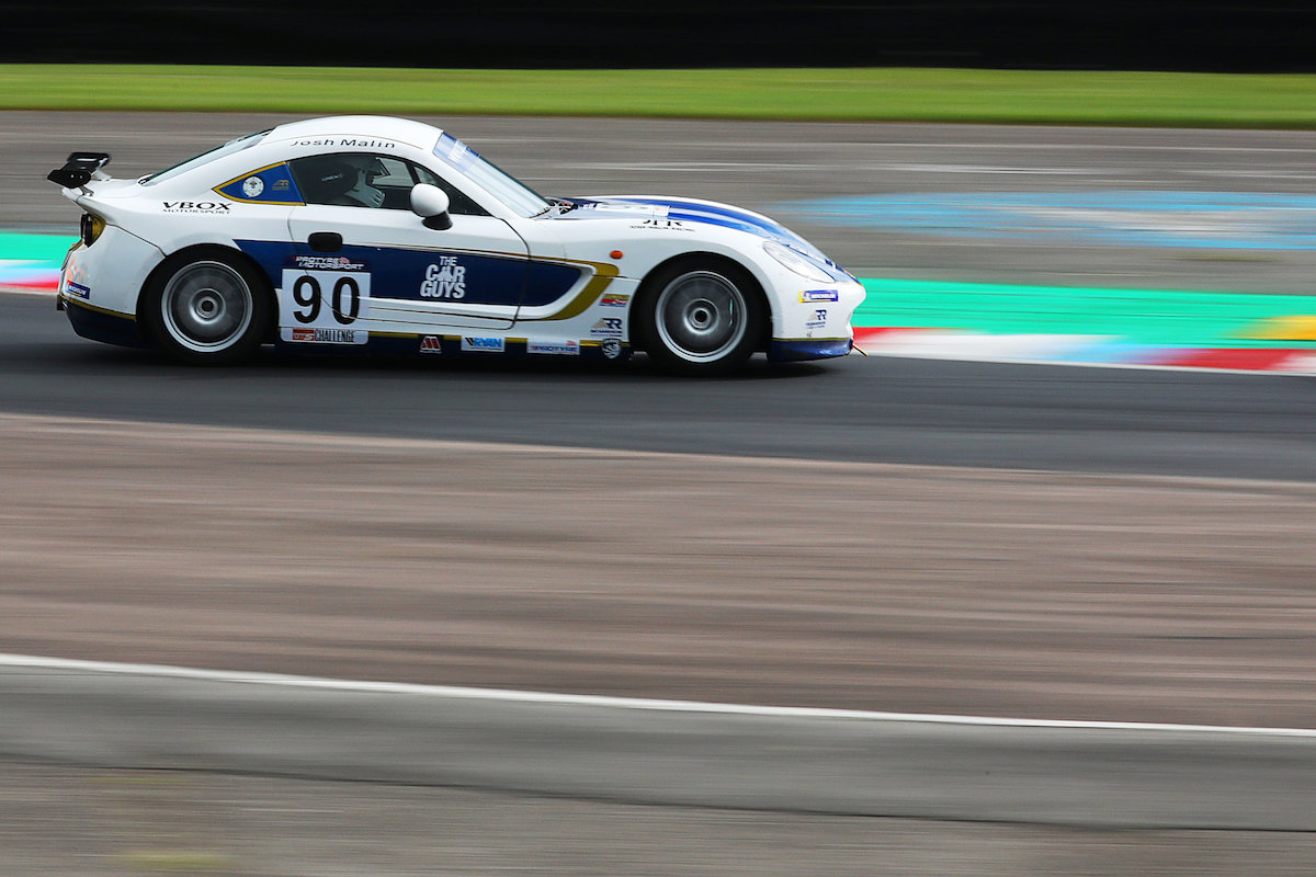 Richardson Racing fights at the front of the GT5 pack at Thruxton