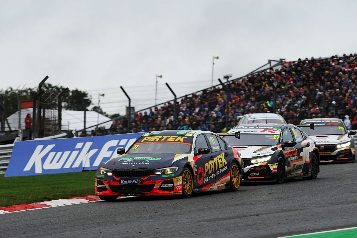 Pirtek Racing bows out as runner-up after dramatic season finale