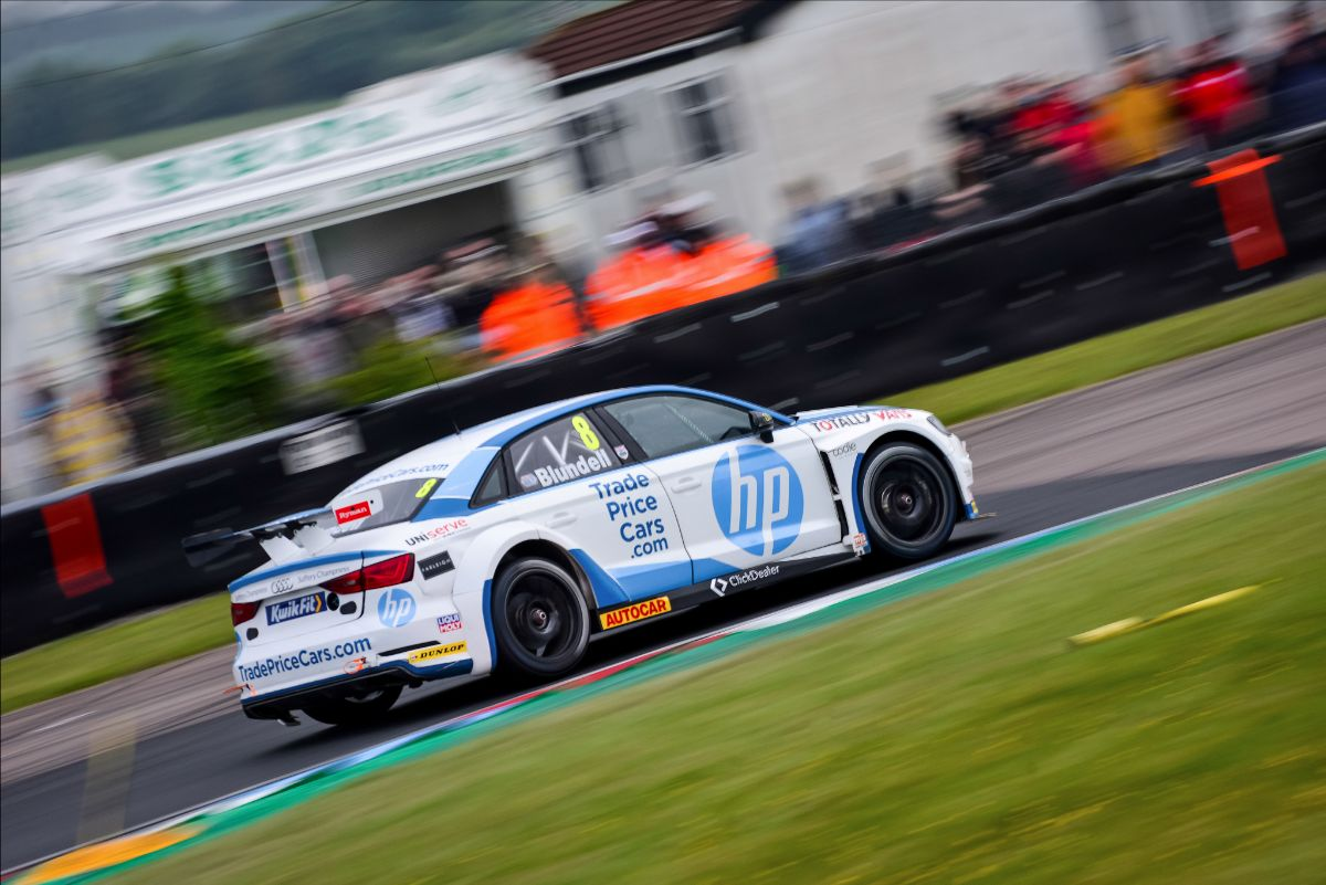 Trade Price Cars Racing targets step forward on Thruxton return