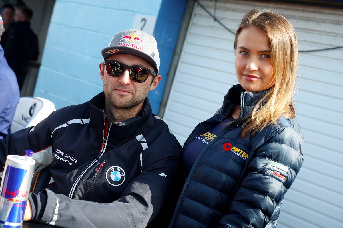 Pirtek Racing battles hard at Thruxton