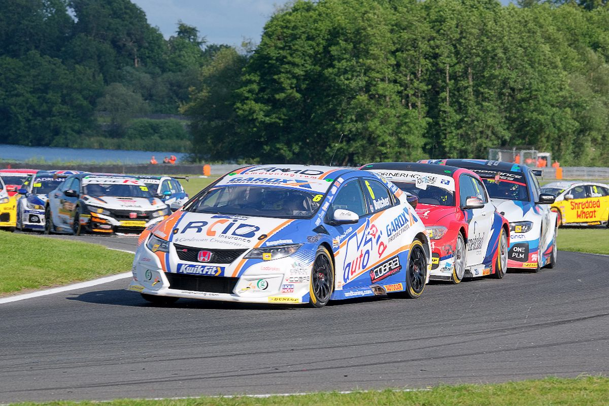 Cobra Sport AmD with AutoAid/RCIB Insurance Racing adds to podium tally at Oulton Park