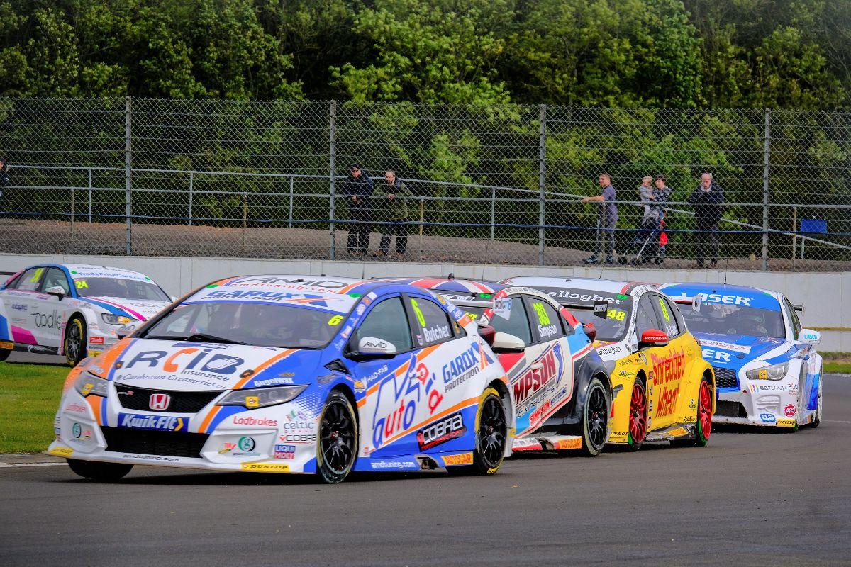 Cobra Sport AmD with AutoAid/RCIB Insurance Racing battles hard on tough Silverstone weekend