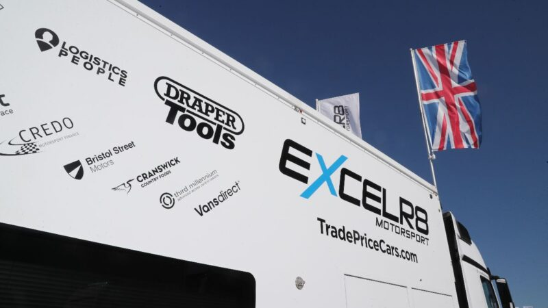 EXCELR8 with TradePriceCars.com targets further success at Brands Hatch