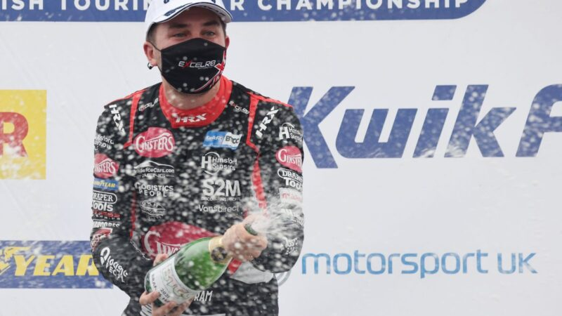 EXCELR8 with TradePriceCars.com wins again at Brands Hatch