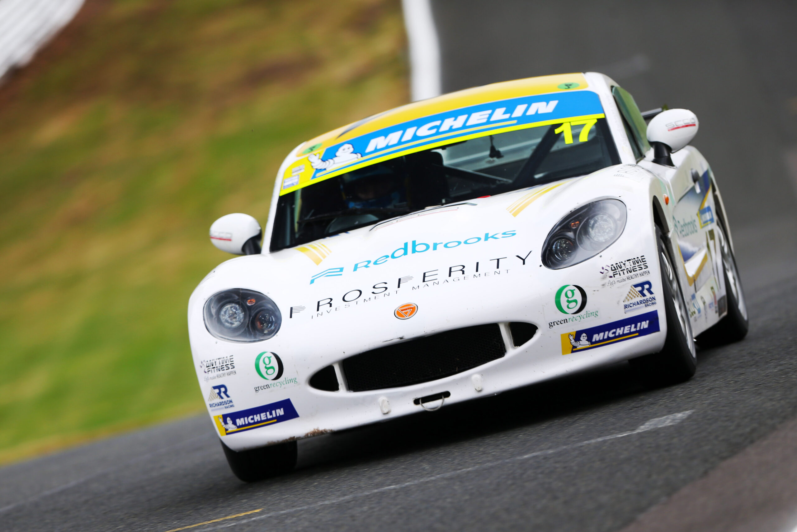 Solid pace in truncated Oulton Park outing for Richardson Racing